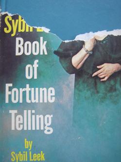 The_sybil_leek_book_of_furtune_telling